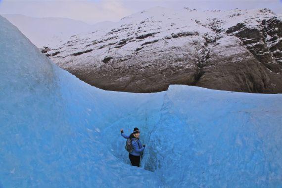 Blue Ice and Mountain View - Glacier Tour via Blue Iceland