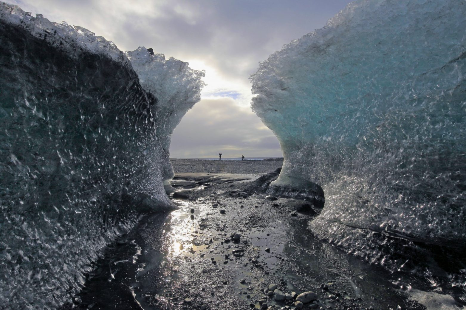 Jökulsárlón - Ice Tunnel and the lagoon. Blue Iceland - Ice Caving and Hiking - Photo: Max Schmid