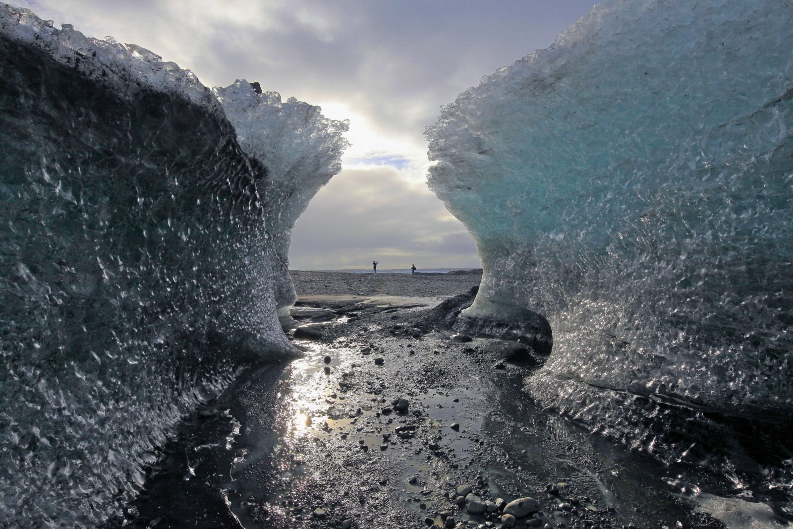 Jökulsárlón - Ice Tunnel and the lagoon. Blue Iceland - Ice Caving and Hiking - Photo: Max Schmid